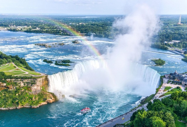 Image for article: Planning a Trip to Niagara Falls? Don't Miss These Malls!